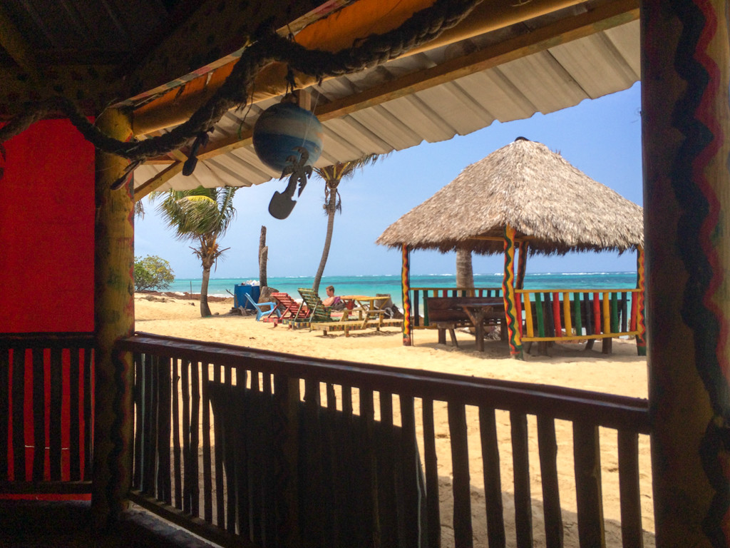 Vue du Little Corn Island–Coolspot Graces Place