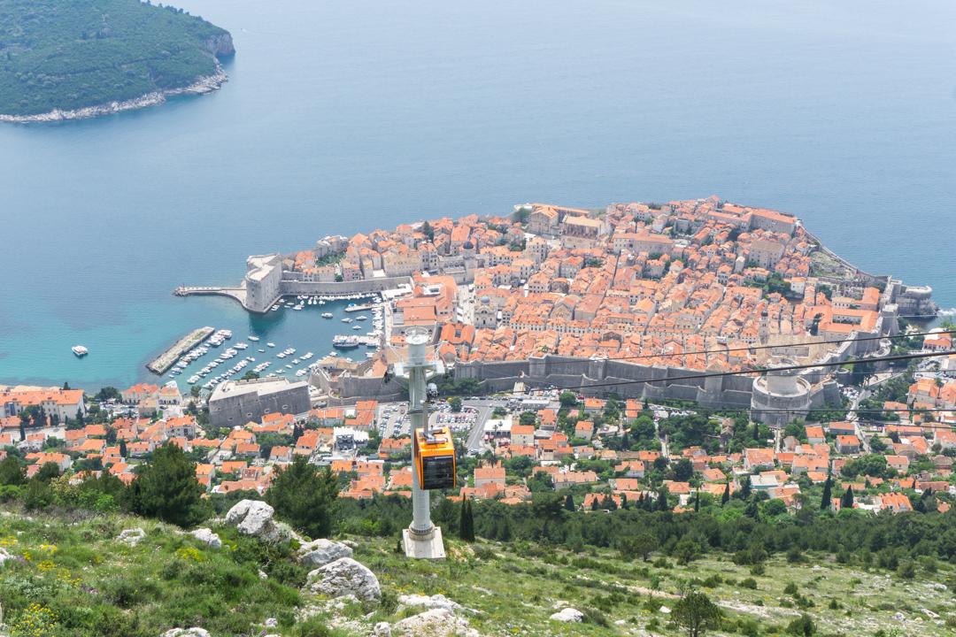 Vue du telepherique et restaurant Panorama Dubrovnik