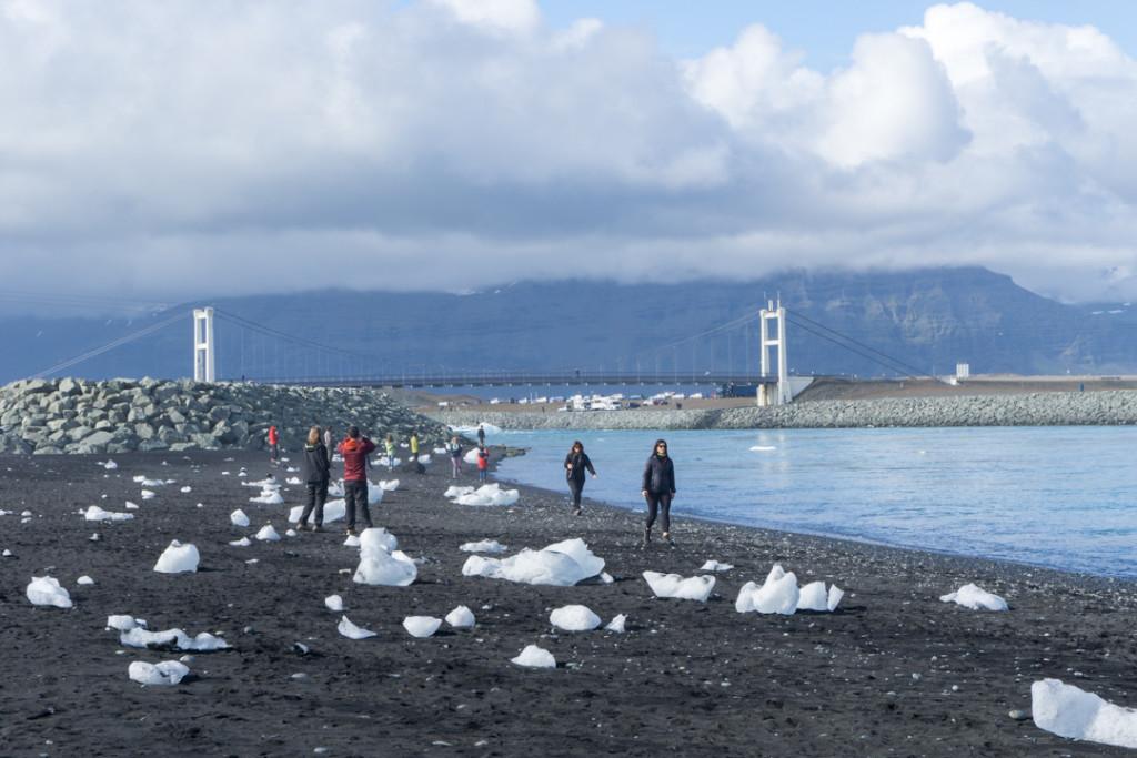 Jokulsarlon - icebergs sur la plage
