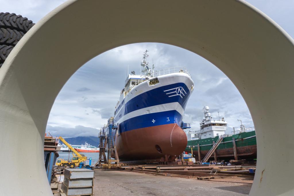 Un bateau en cale sèche sur le vieux-port de Reykjavík