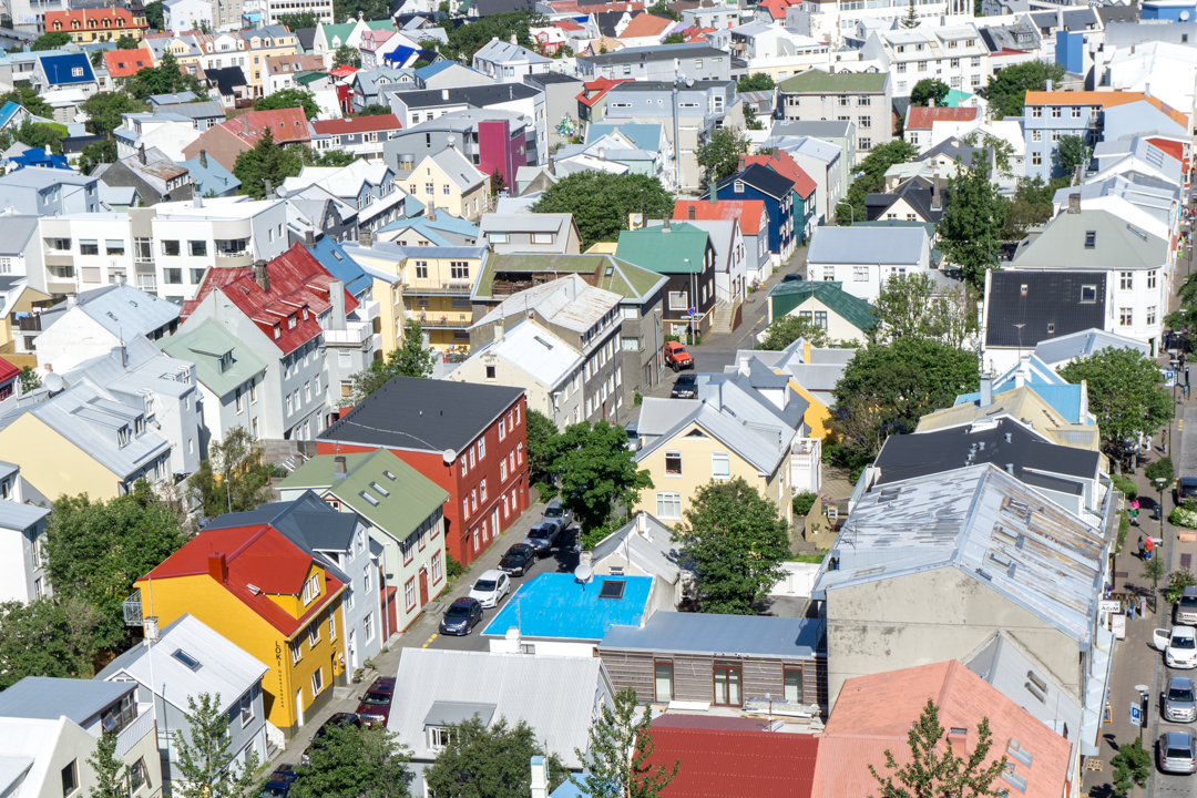 La vue colorée de la Hallgrimskirkja de Reykjavík