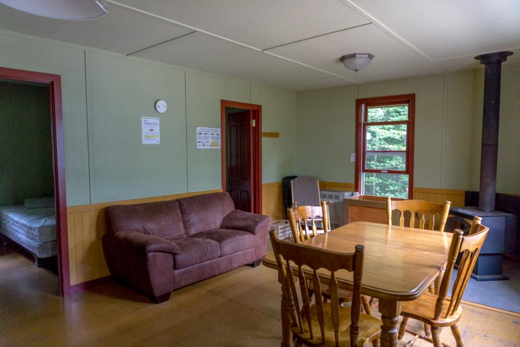Salon et salle a manger - Parc national de Frontenac