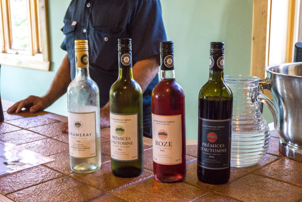 Bouteilles de vin en dégustation - Artisans du Terroir