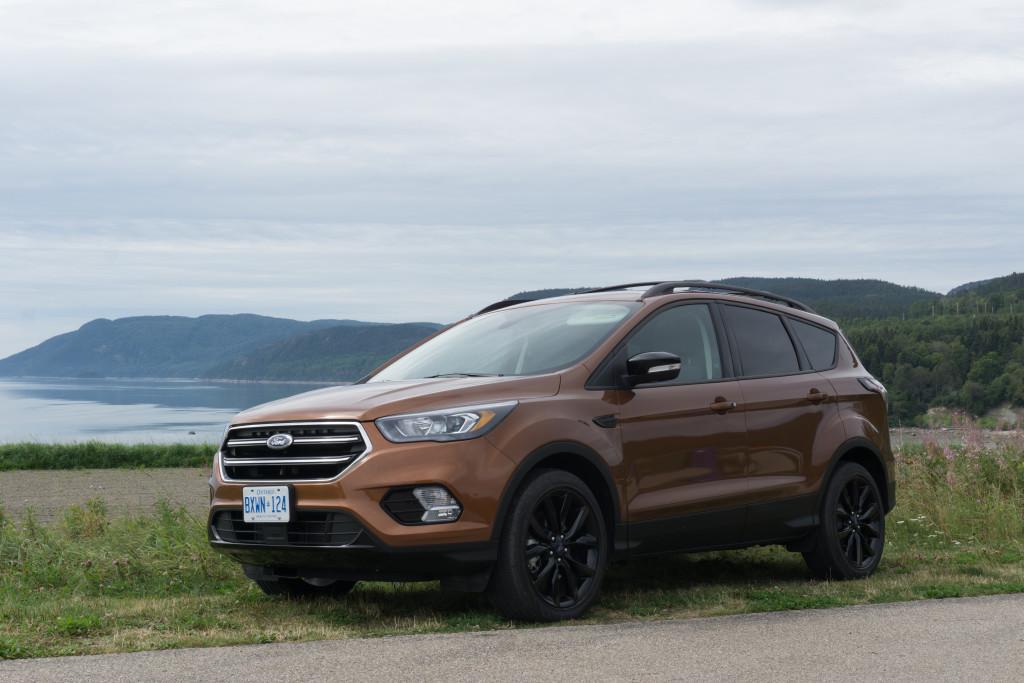 Ford Escape devant les dunes de Tadoussac, Québec
