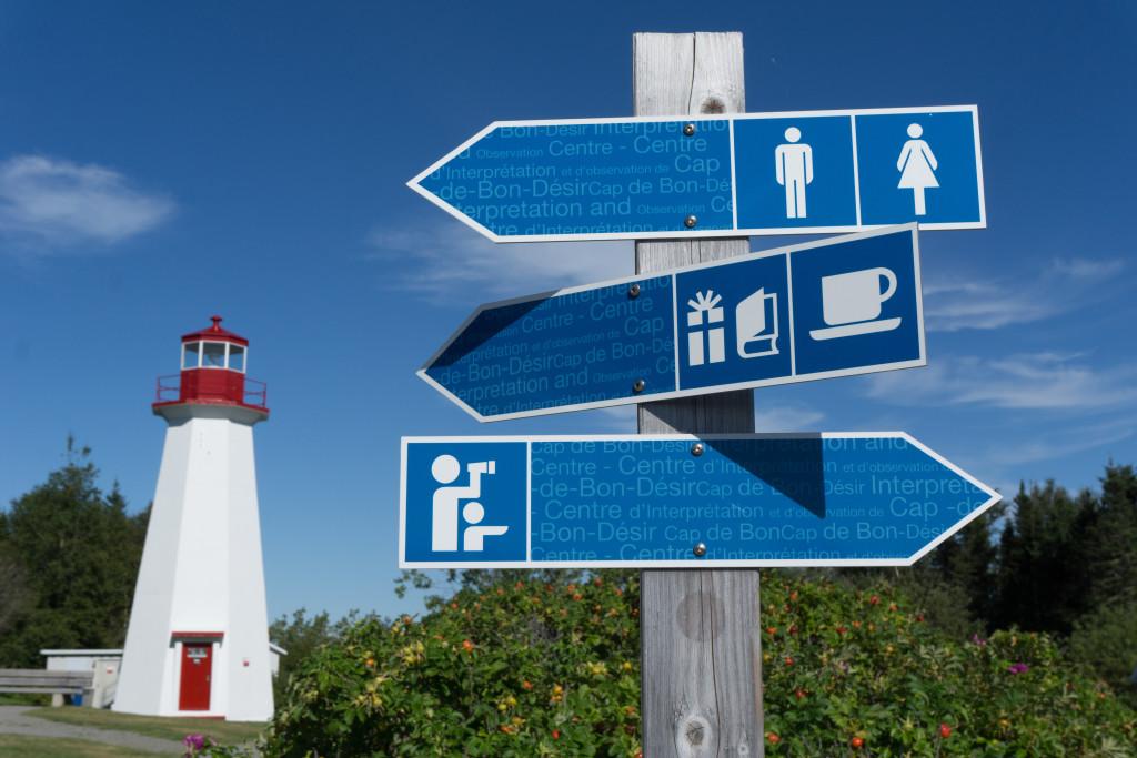Panneaux au Centre d'interprétation et d'observation de Cap-de-Bon-Désir