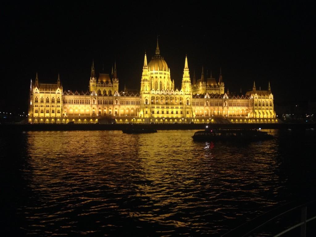 Parlement de Budapest en Hongrie - Traversée d'un monde