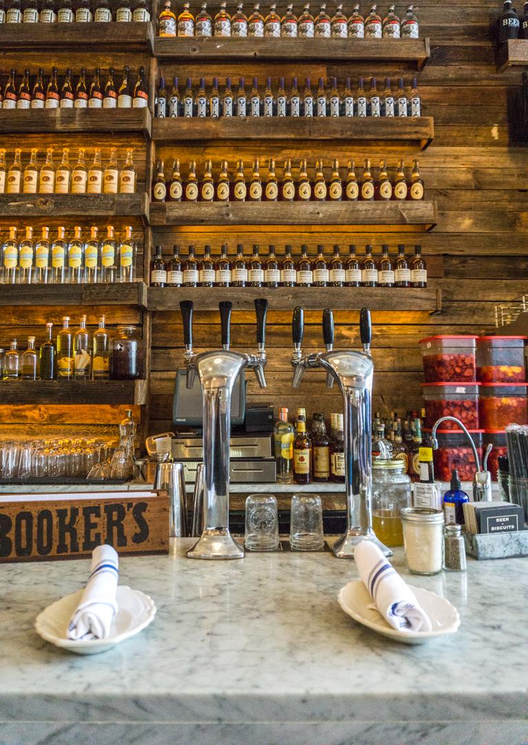Bar du Jacob's Pickles à New York City