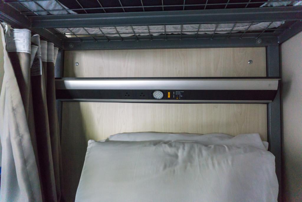 Espace personnel, prises électriques et lampe - HI New York City