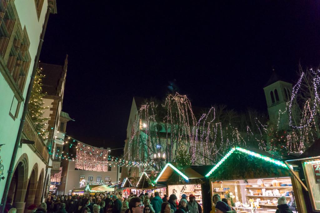 Lumières de Noël - Freiburger Weihnachtsmarkt - Freiburg, Allemagne