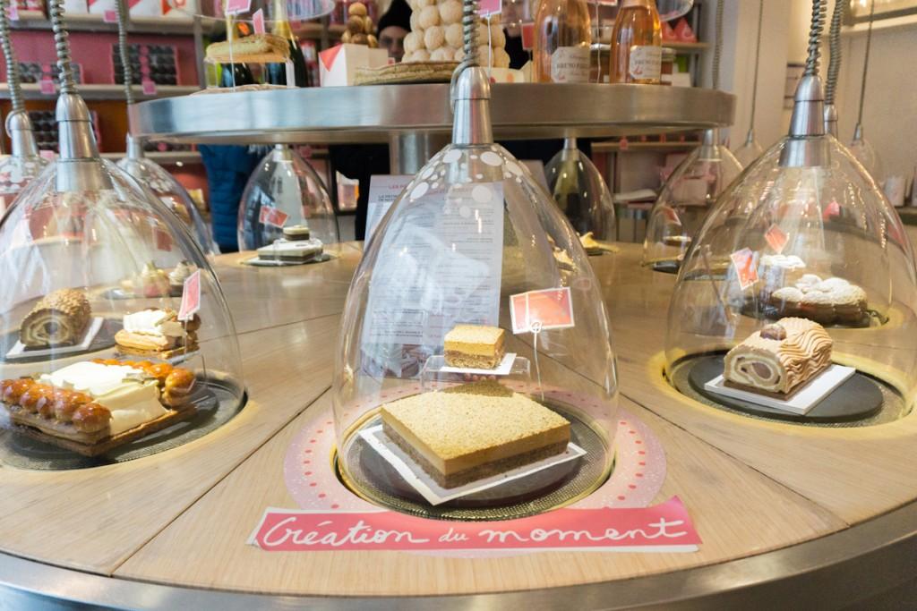 Cloches de desserts à La Pâtisserie des Rêves