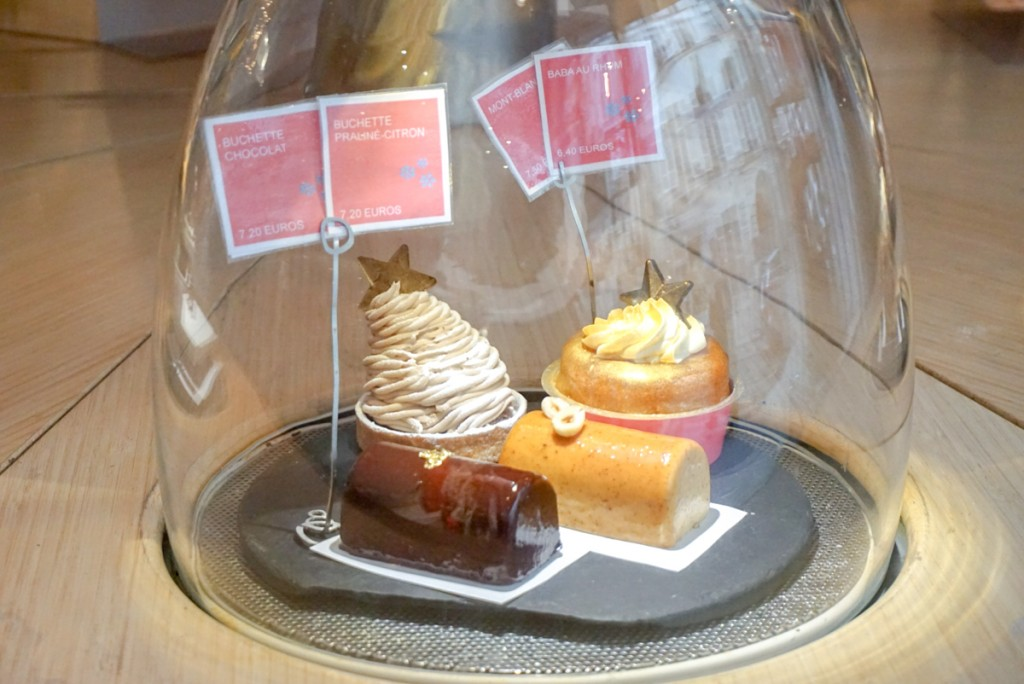 Coupole de desserts à La Pâtisserie des Rêves de Saint-Germain-des-Prés
