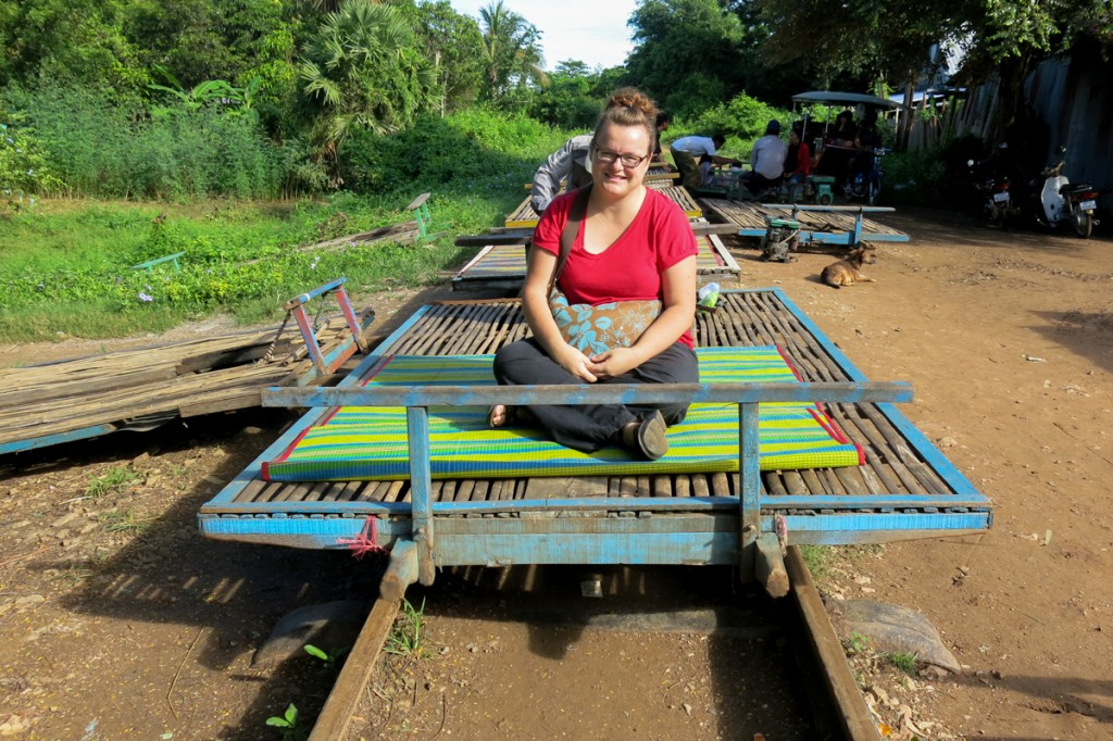 Jennifer Doré Dallas sur le bamboo train de Battambang au Cambodge