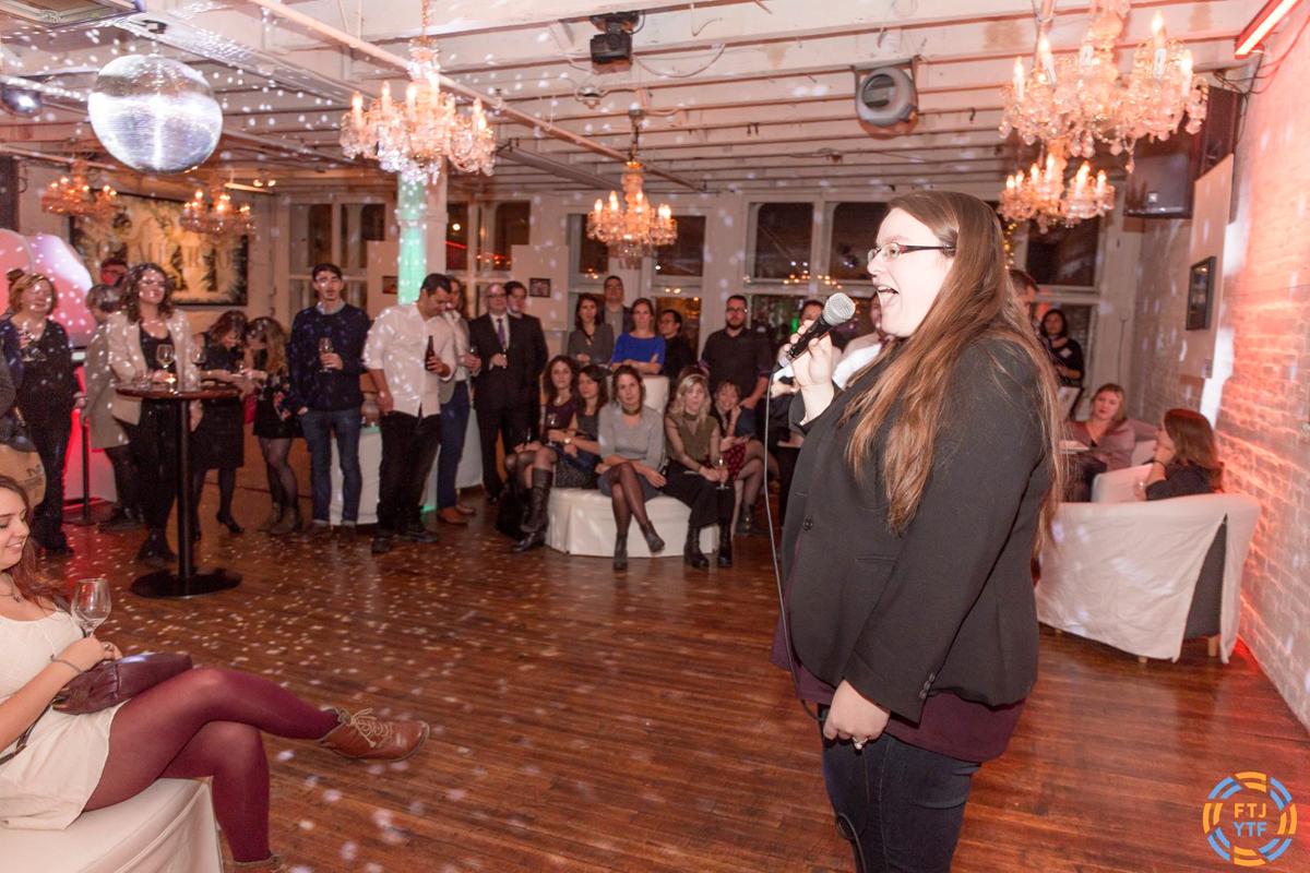 Jennifer Doré Dallas en conférence sur sa vie de blogging à Tourisme Jeunesse