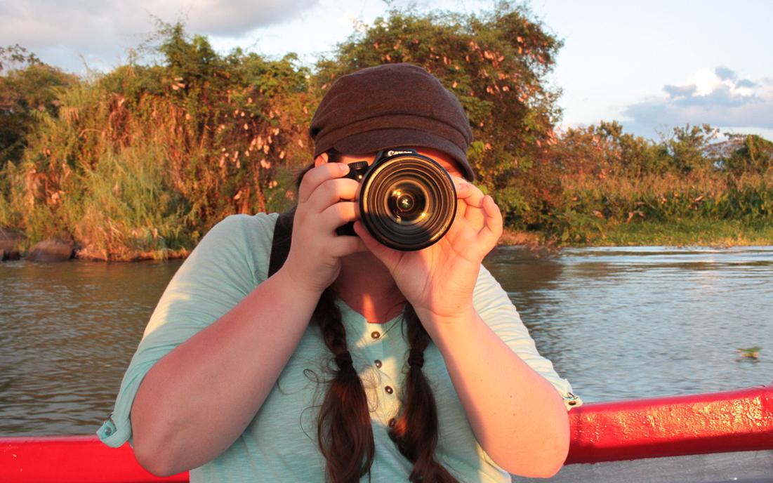Jennifer Doré Dallas avec son appareil photo à Las Isletas près de Granada au Nicaragua