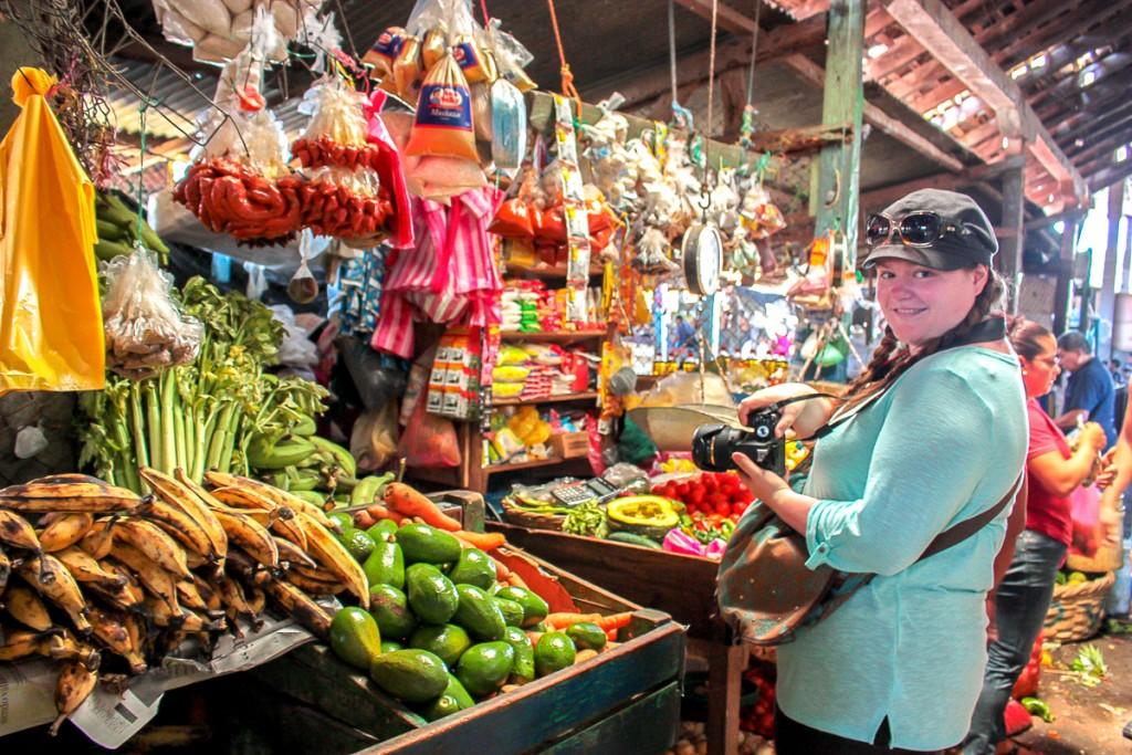 Jennifer Doré Dallas dans un marché au Nicaragua