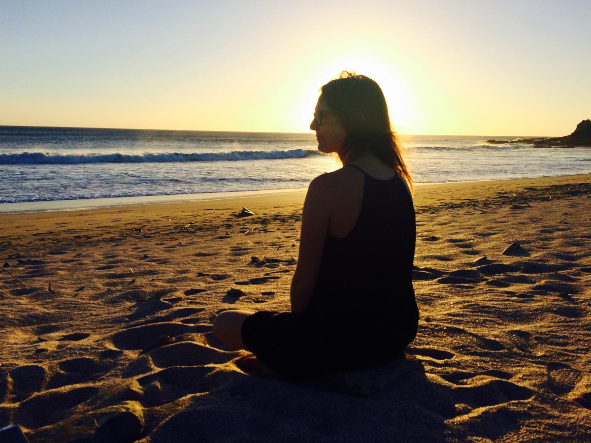 Sur la plage à Popoyo - Gabrielle Vagabondeuse en solo