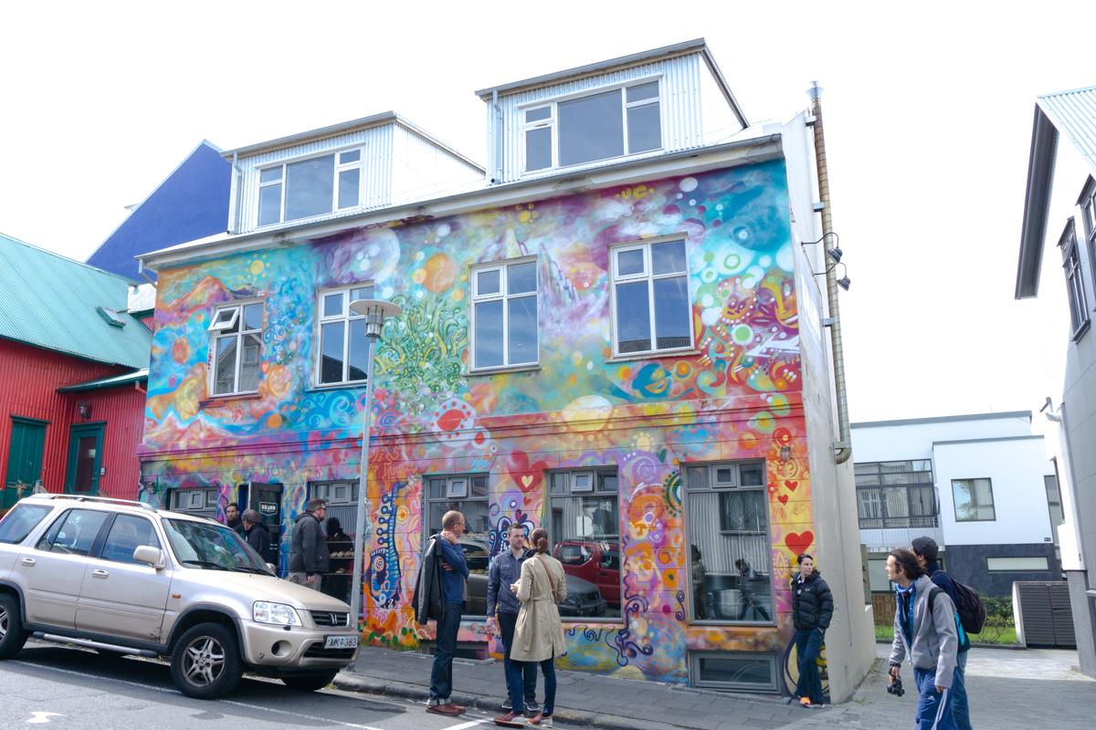 Braud & Co - Boulangerie colorée et art de rue à Reykjavik