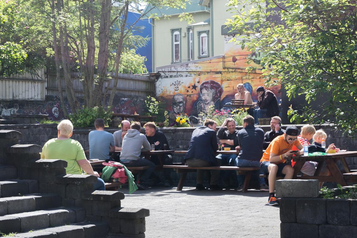 Où manger à Reykjavik? Terrasse du Svarta Kaffid