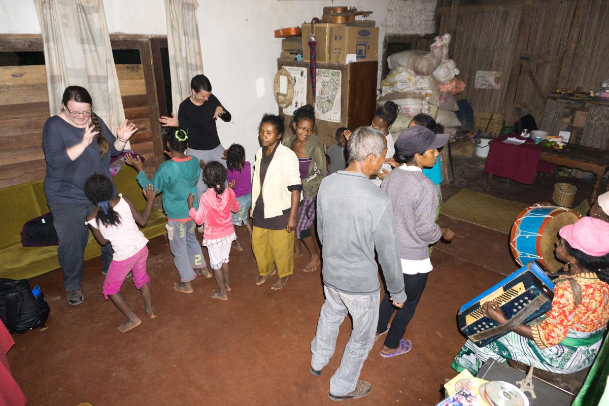 Accueil chez Monique et les habitants d'Anjozorobe en voyage à Madagascar