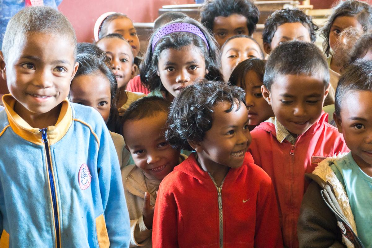 Visite avec les enfants à l'école du village d'Anjozorobe