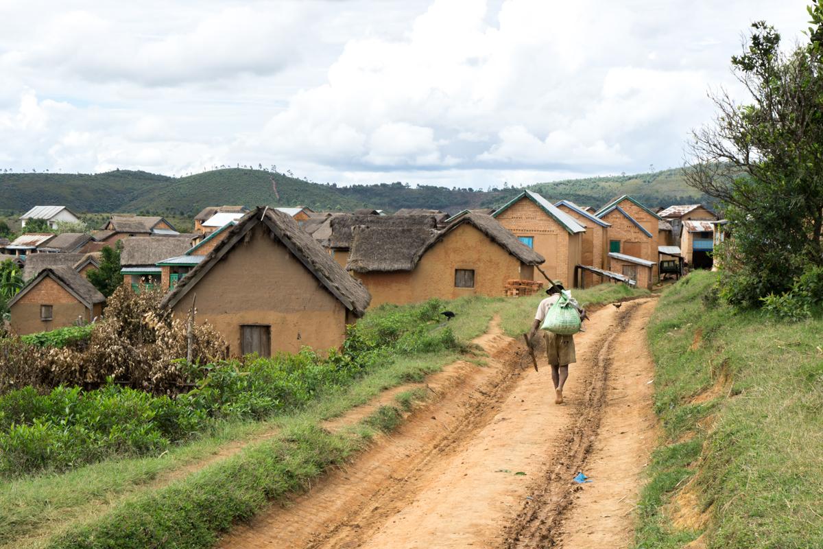 Vue sur le village d'Anjozorobe à Madagascar