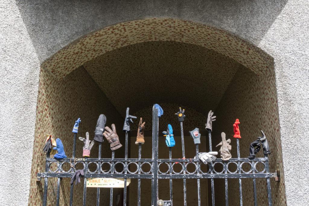 Gants abandonnés dans la rue Laugavegur de la capitale islandaise