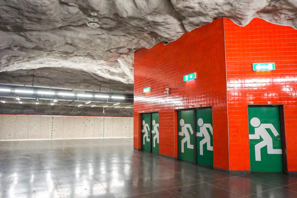 Galerie d'art dans le métro de Stockholm en Suède - Station Universitetet