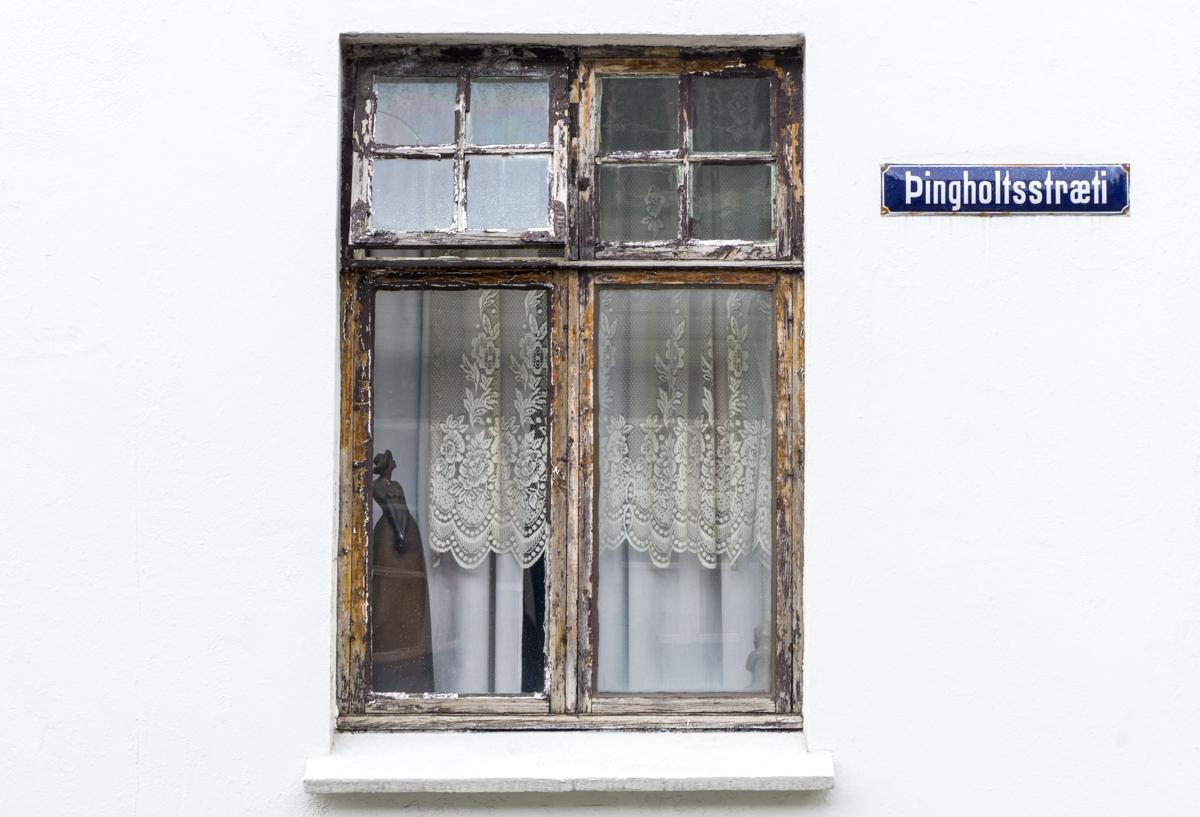 Fenêtre et mur blanc capitale Islandaise