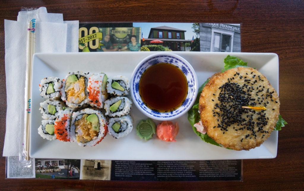 Assiette de sushis à l'Auberge-bistro d'Anjou de Petit-Rocher dans la région Chaleur du Nouveau-Brunswick
