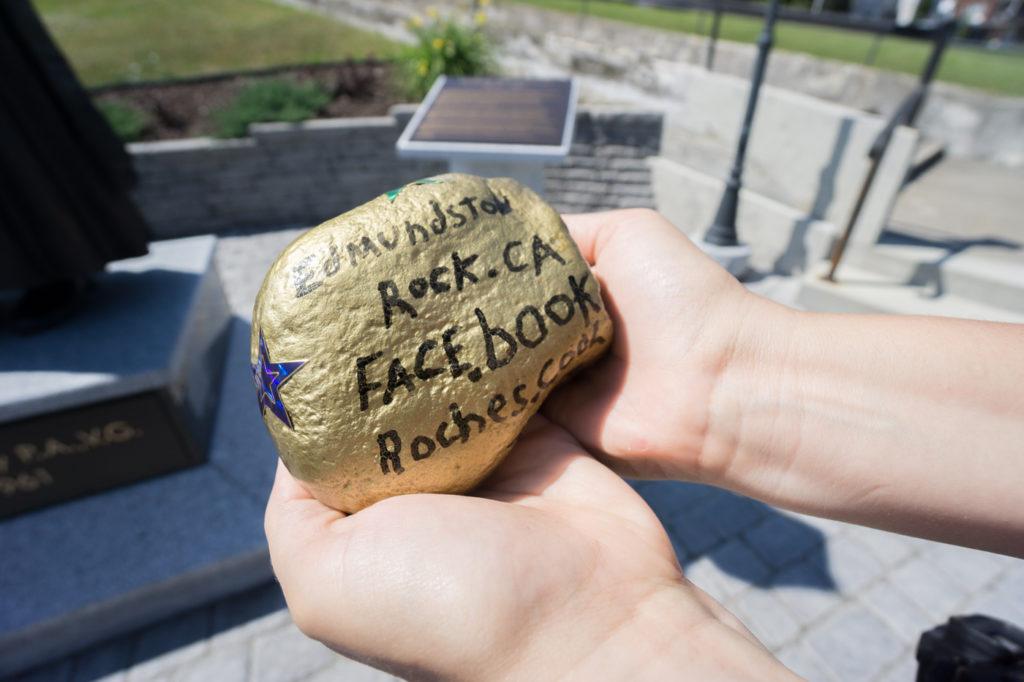Pierres décoratives Edmundston Rocks qu'on laisse ça et là!