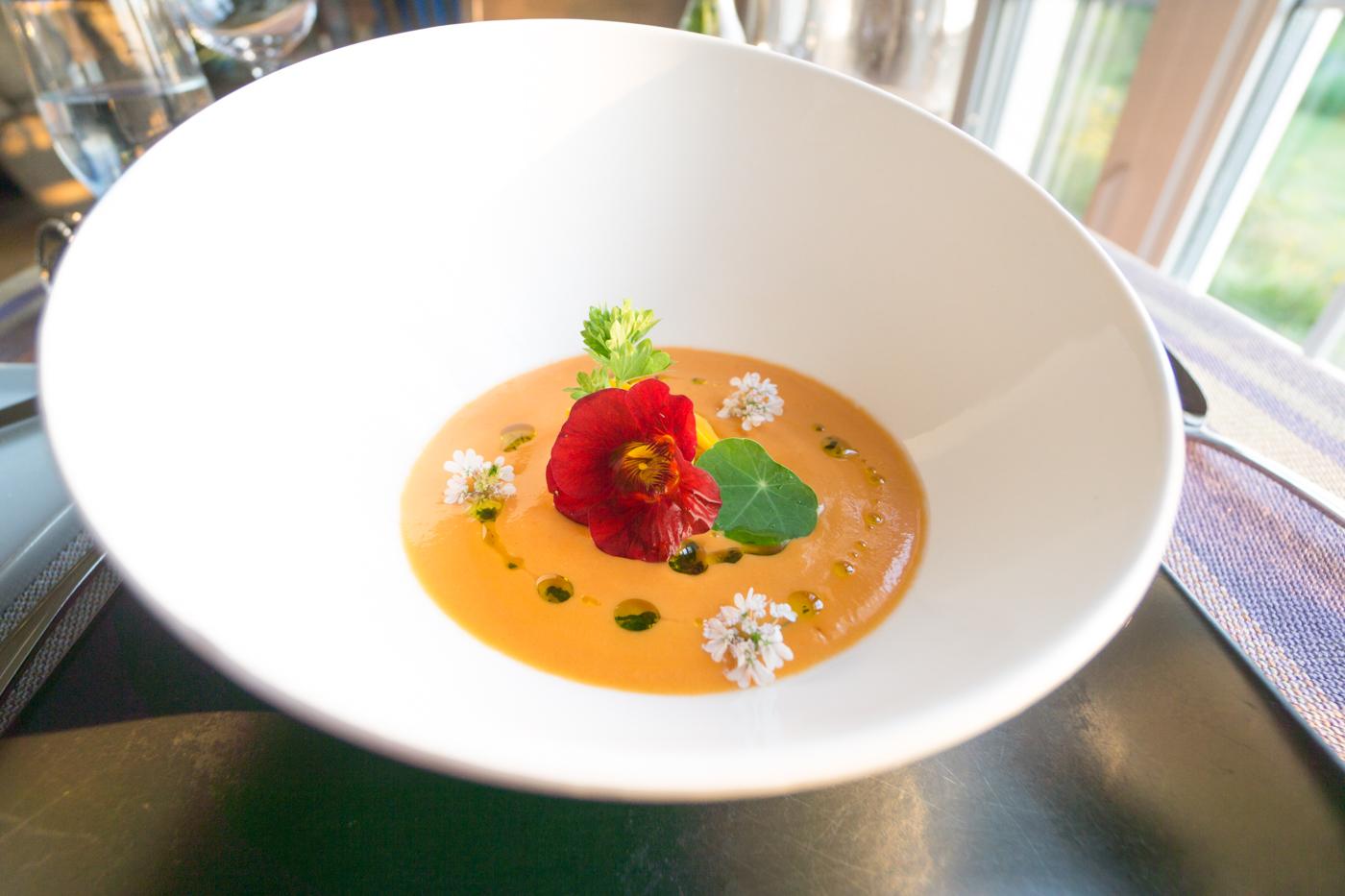 Auberge Haut Bois Dormant - soupe avec fleurs