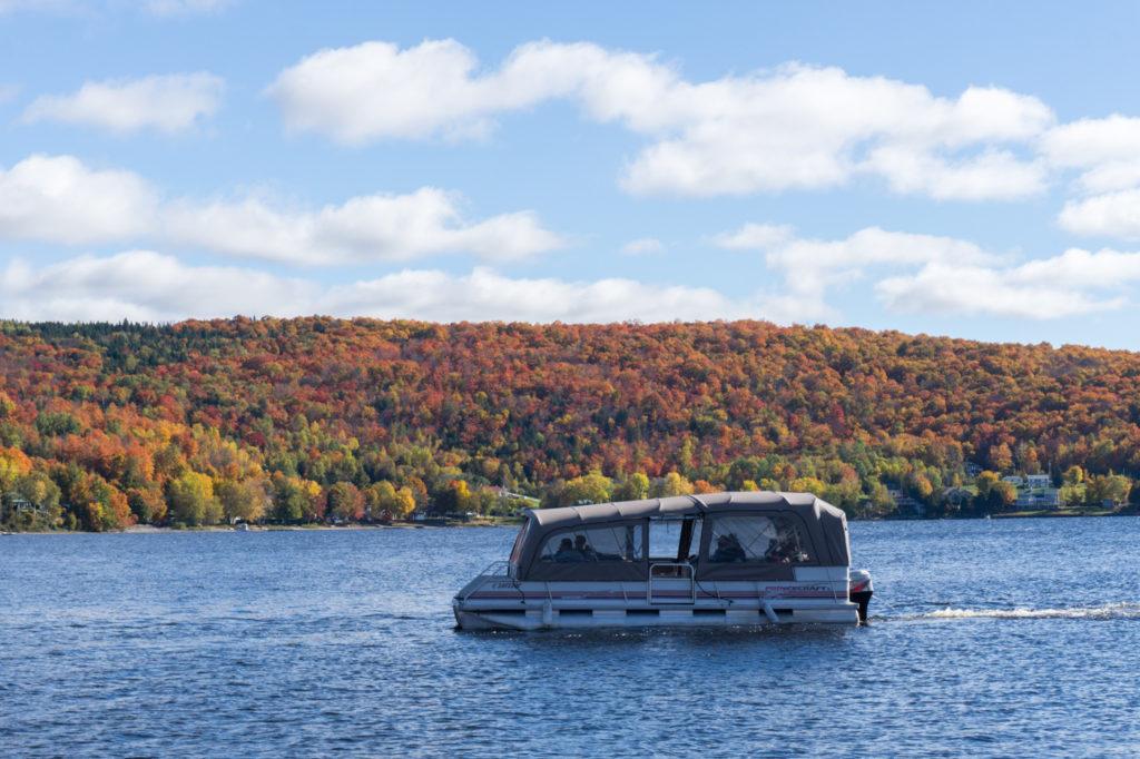 Balade en ponton au Manoir du Lac William