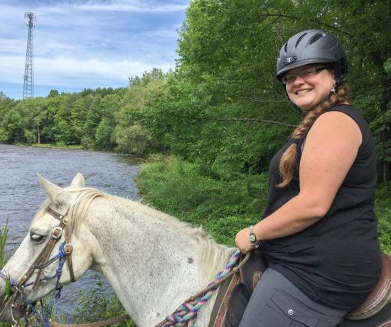 Jennifer Doré Dallas à cheval au Ranch au Gré du vent dans les Cantons-de-l'Est