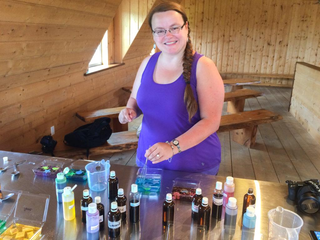 Jennifer Doré Dallas à l'atelier de savons des Cantons