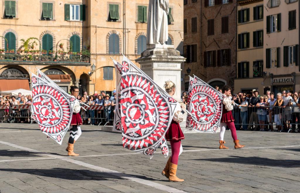 Jeux de drapeaux pour le palio italien