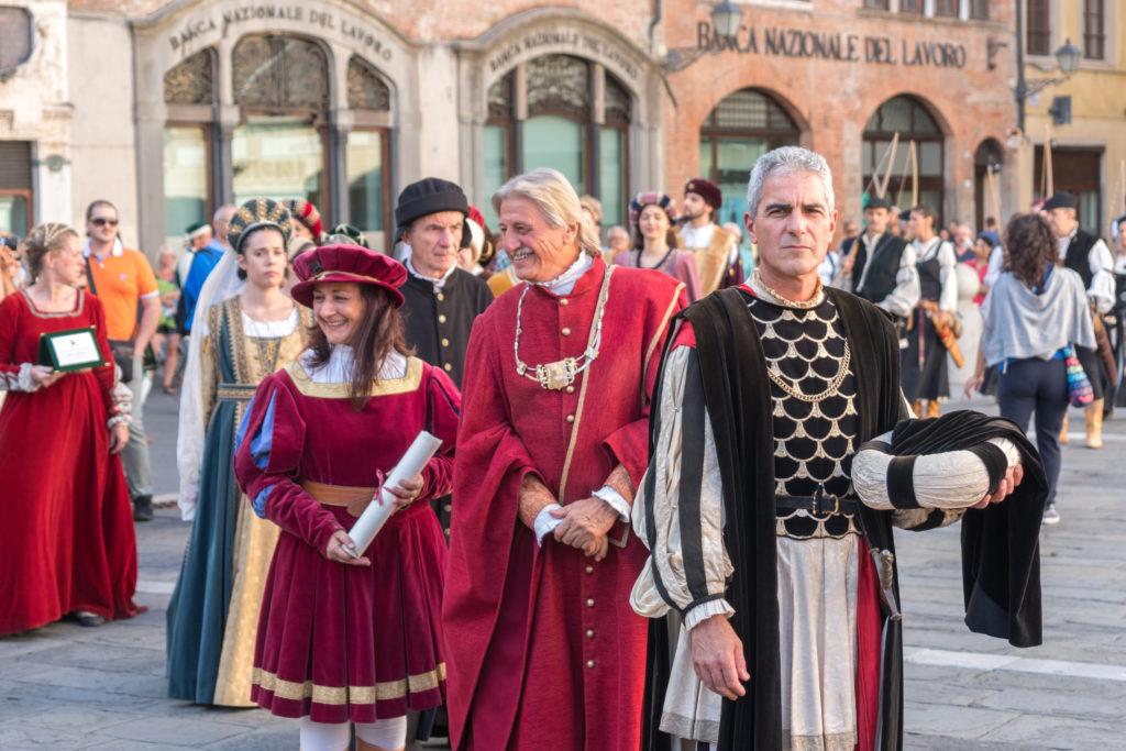 Les nobles arrivent au Palio à Lucca