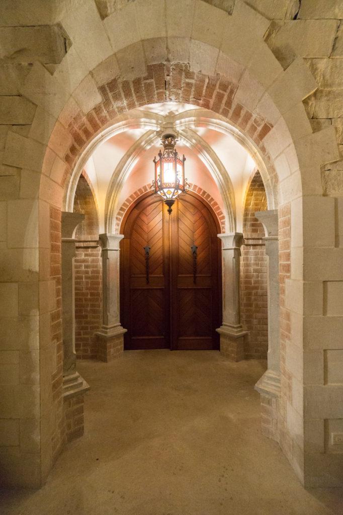 Porte de la cave du Vignoble Chapelle Sainte-Agnès