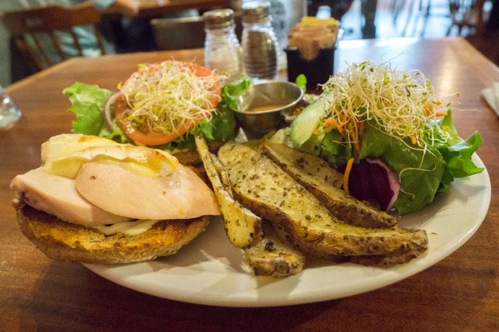 Repas burger à Le Cafetier de Sutton