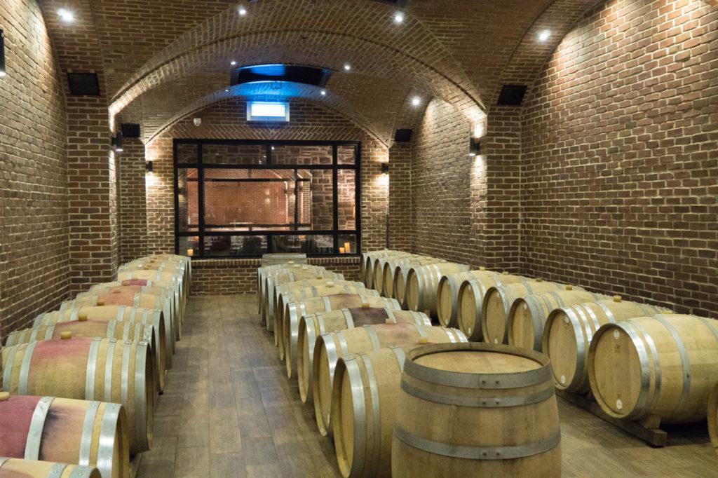 Tonneaux et cave à vin du vignoble du Ruisseau