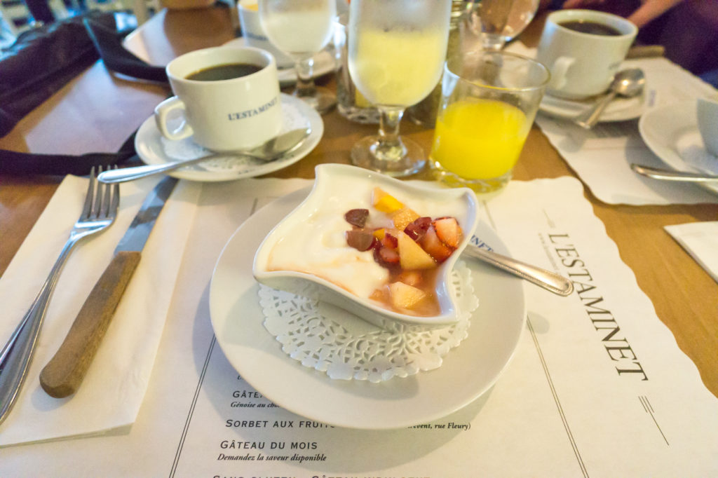 Yogourt et fruits - Où bruncher à Montréal - L'Estaminet