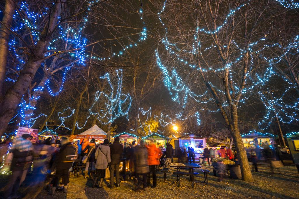 Marché de Noël de Terrebonne - Foule et lumières scintillantes
