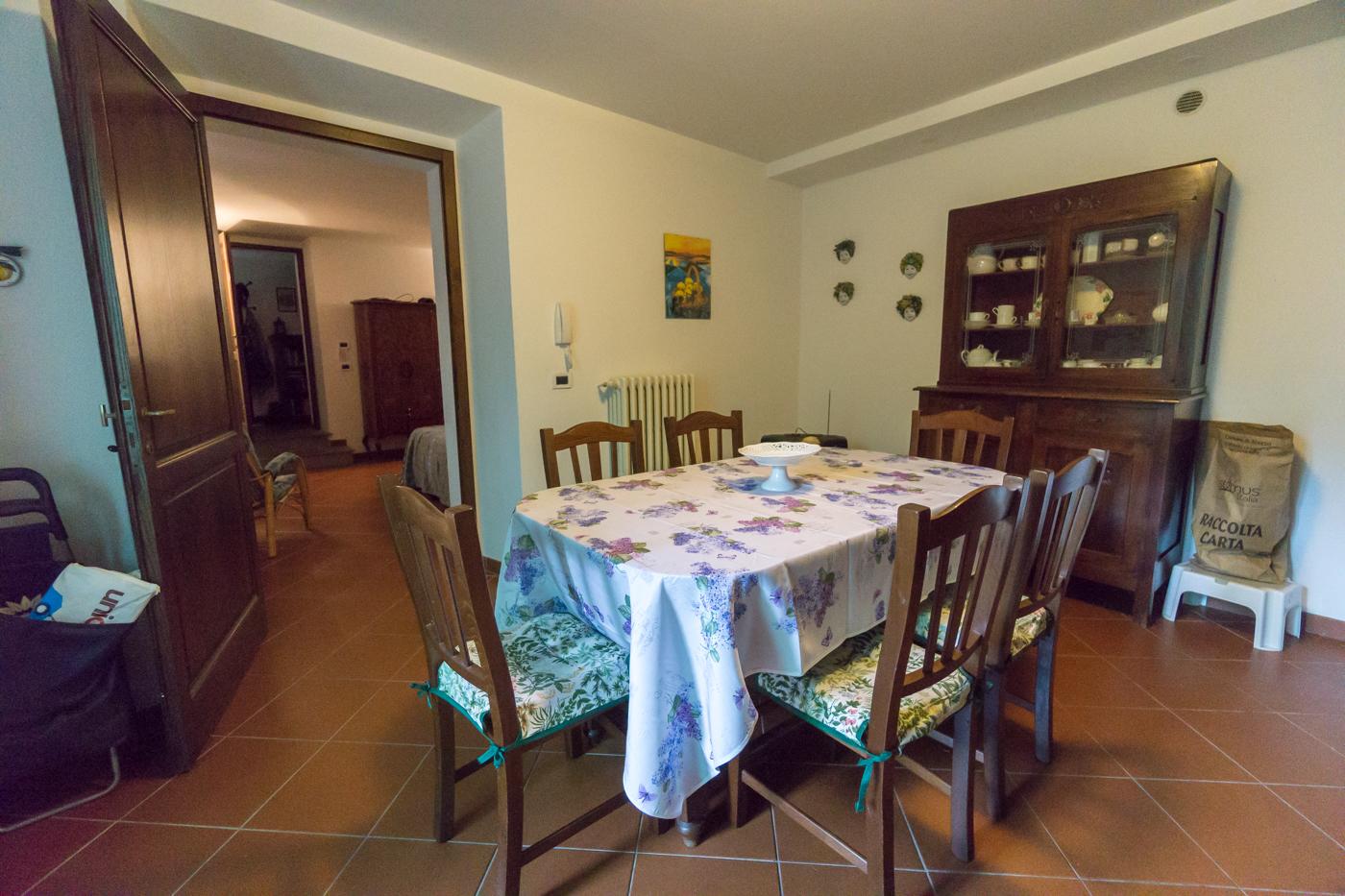 Salle à manger de l'appartement à louer à Arezzo en Toscane