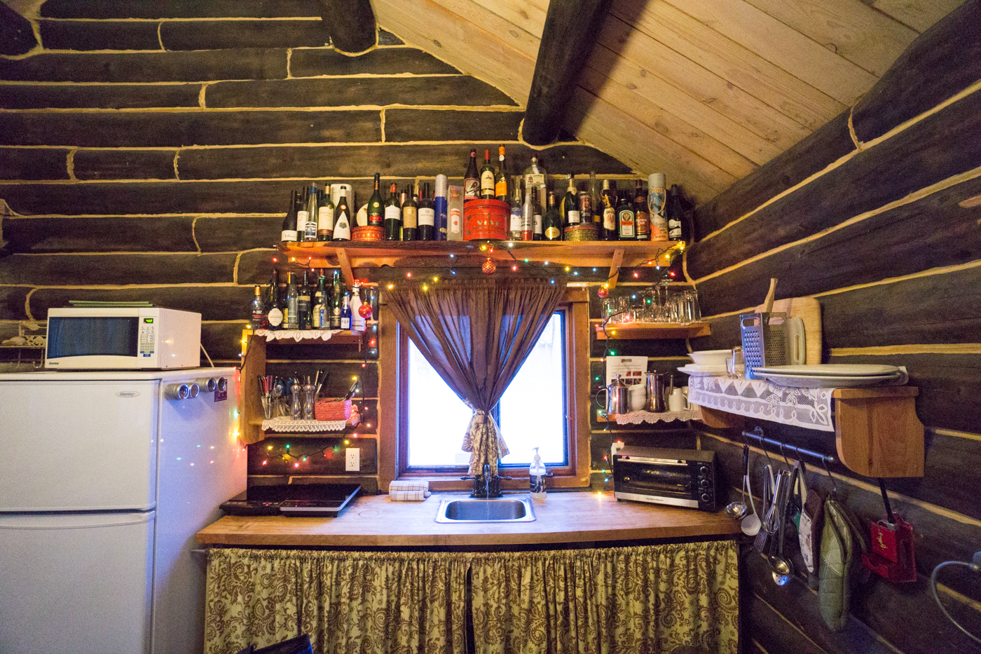 Cuisine du chalet Mère-Grand des Chalets Enchantés de Shawinigan si vous cherchez où dormir en Mauricie