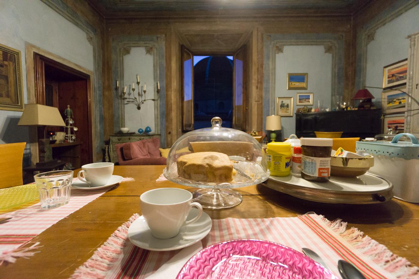 Vue du salon au B&B Canto Alla Porta Vecchia de Pistoia, Toscane