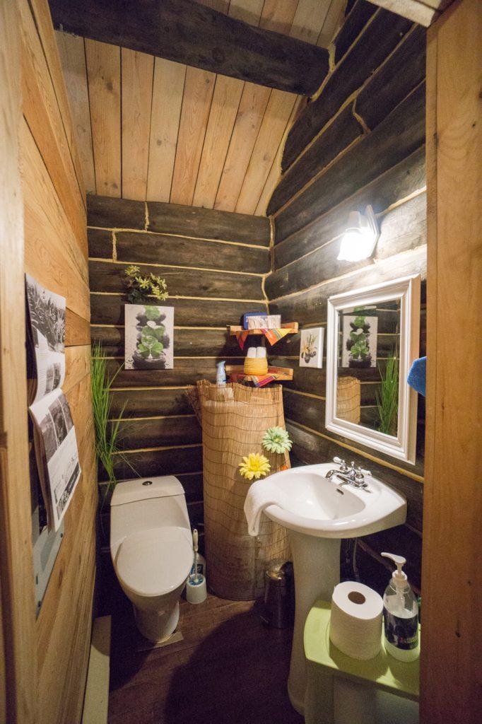 Salle de bains des Chalets Enchantés - Shawinigan, Québec, Canada
