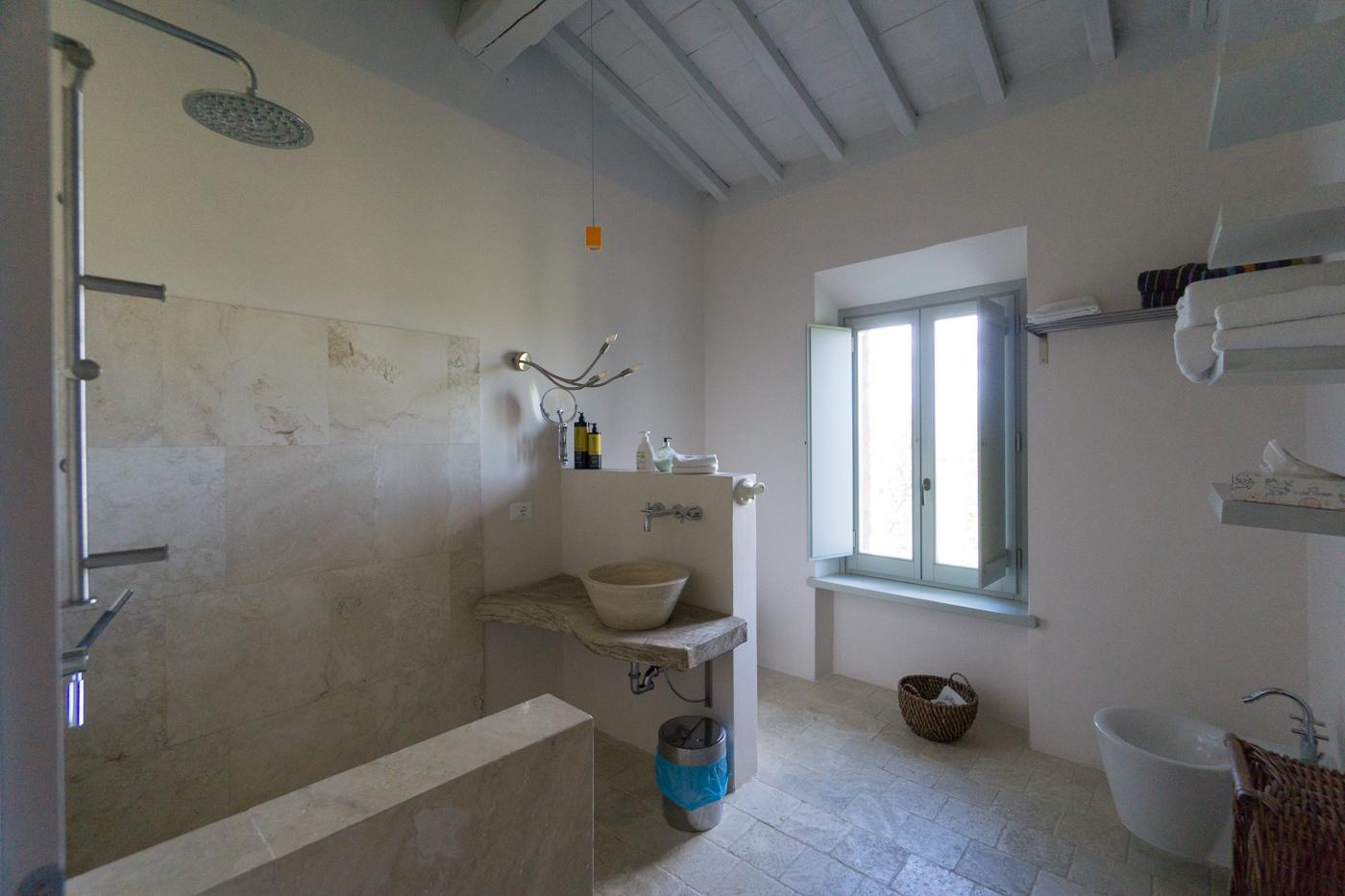 Salle de bains du logement en Toscane au Siena House