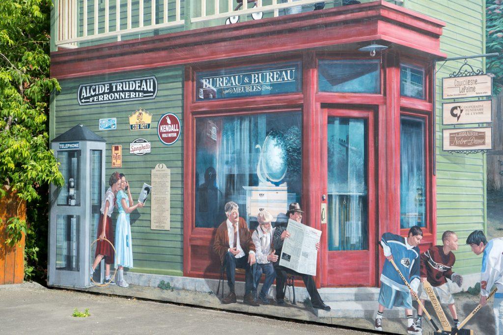 Art de rue de bureau et cabine téléphonique au QuébecArt de rue de bureau et cabine téléphonique au Québec