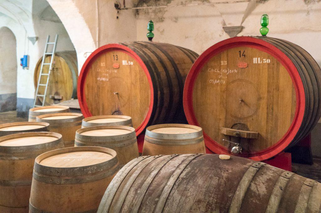 Barils d'huile d'olive en Toscane