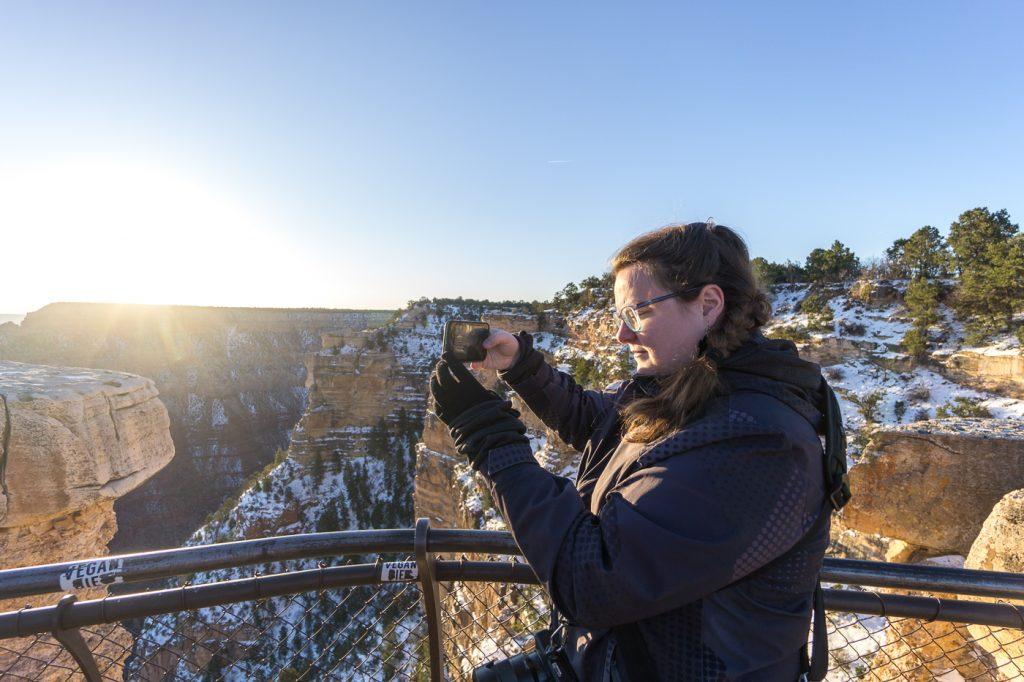 Jennifer au lever du soleil - Grand Canyon