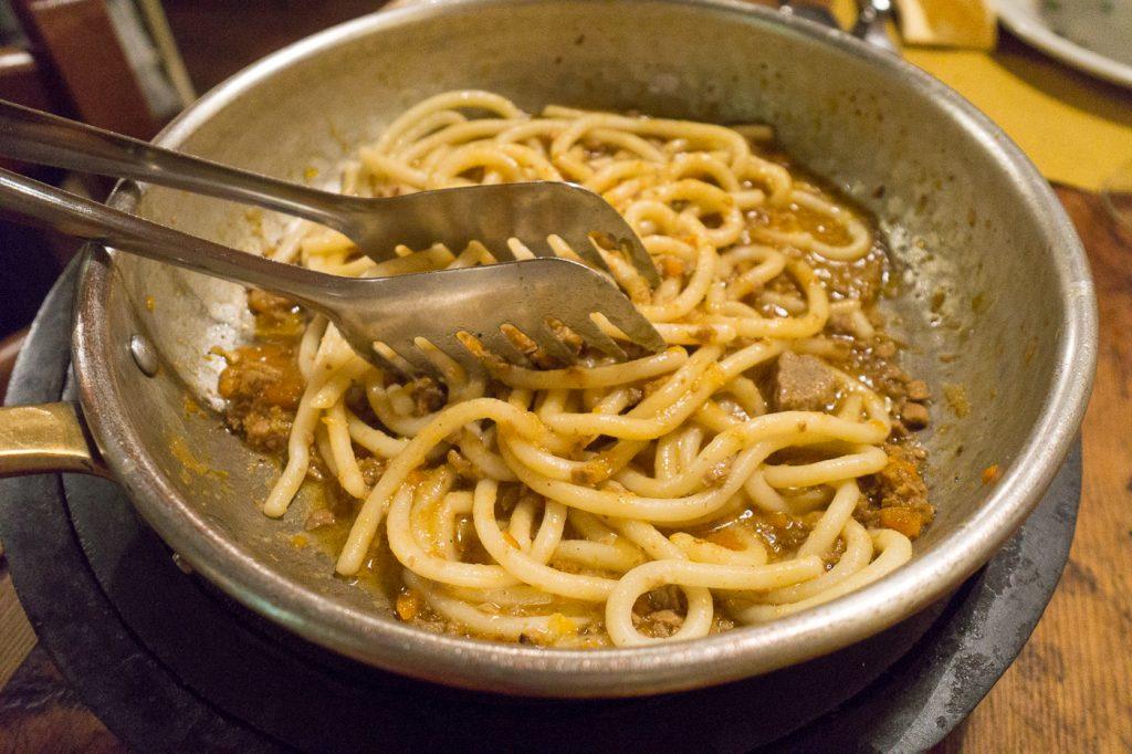 Plat de pâtes italiennes au restaurant typiquement toscane A Casa Mia de Montefiridolfi
